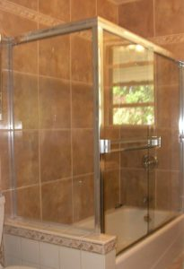 tub enclosure with return panel